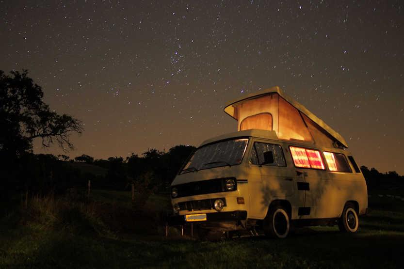 Heerlijk kamperen onder een sterrenhemel in They sous Montfort. In dit geval met een camper/kampeerbusje!